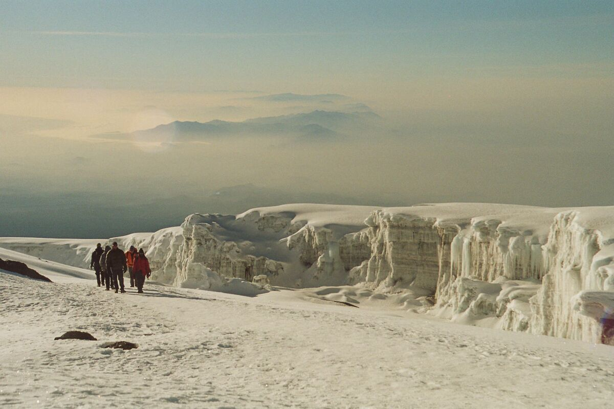 Snow on Kilimanjaro, members approach the summit, 2004 climb with Felix Berg | © SummitClimb Kilimanjaro (c) Felix Berg