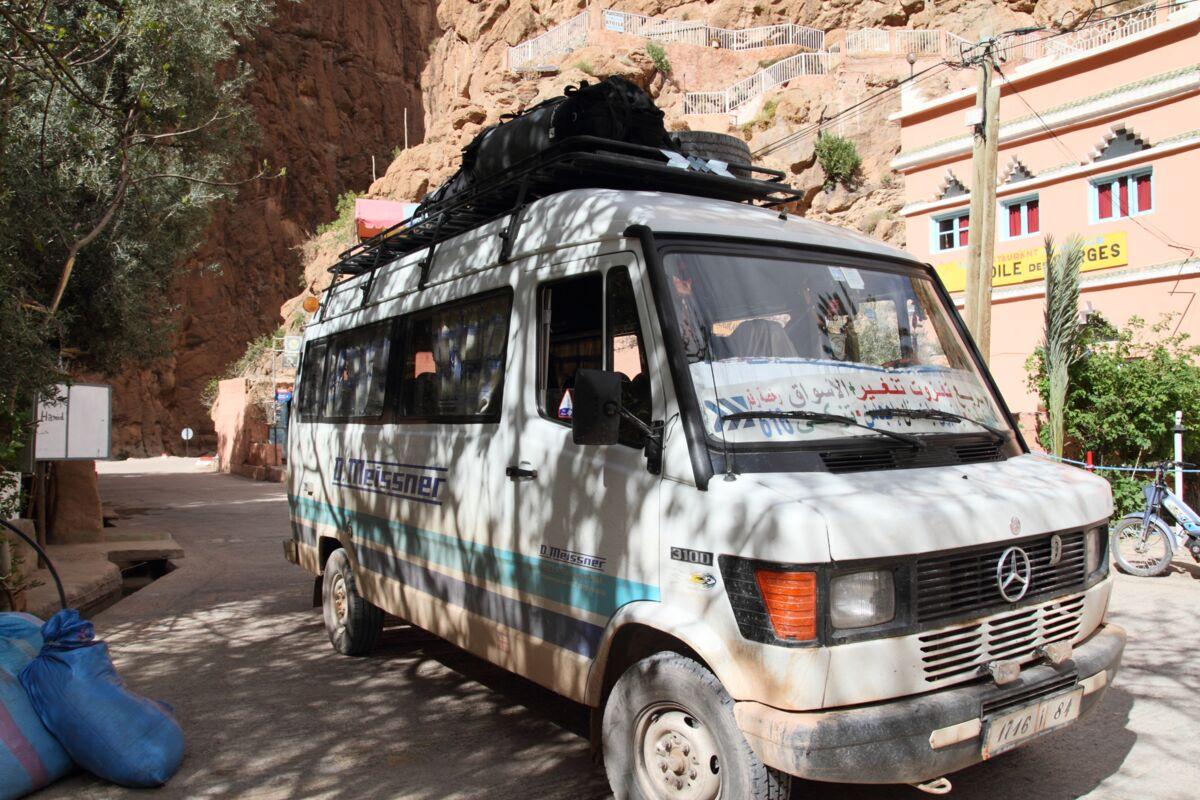 Alter Mercedes Bus - Transport in Marokko | © SummitClimb Morocco